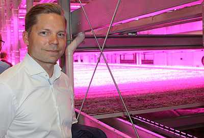 Simo Leisti, Managing Director of Fujitsu Finland, makes an on-site visit to the red-tinted farming conditions of the plant factory